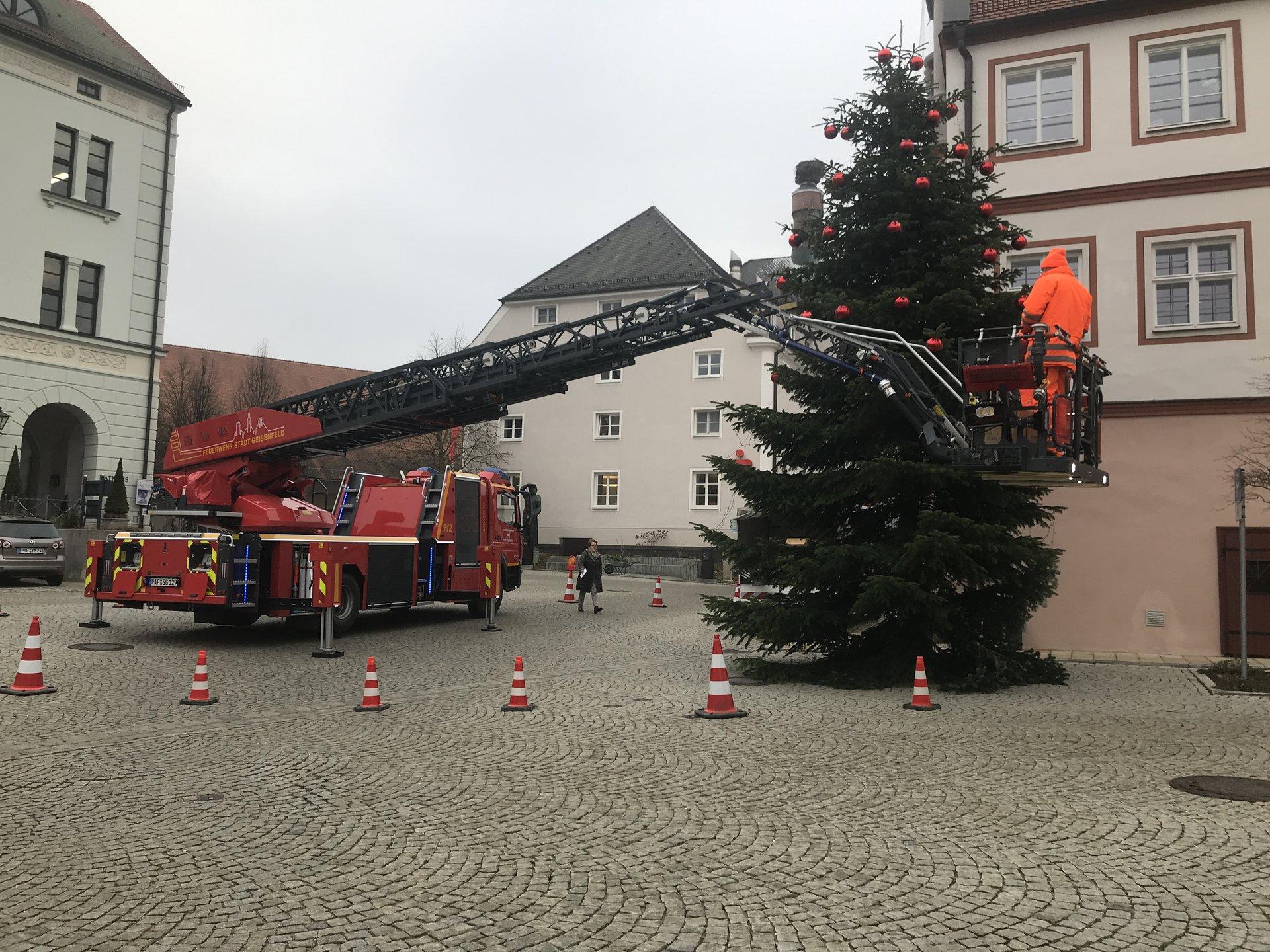 Christbaumkugeln Feuerwehr.Freiwillige Feuerwehr Geisenfeld E V Christbaum Schmücken Xxl